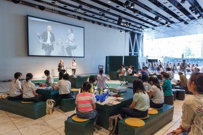 参加者の高校生たちの2カ月間の格闘の成果は、一般の観客を交え8月7日にメディアテークで発表されました。 写真:越後谷 出